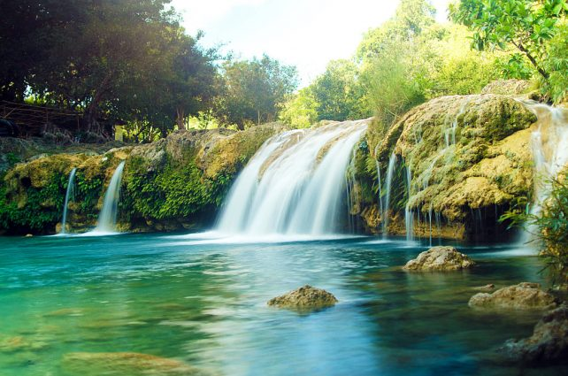 bolinao_falls_by_jeyk_o-d8l3bvl-642x425.jpg